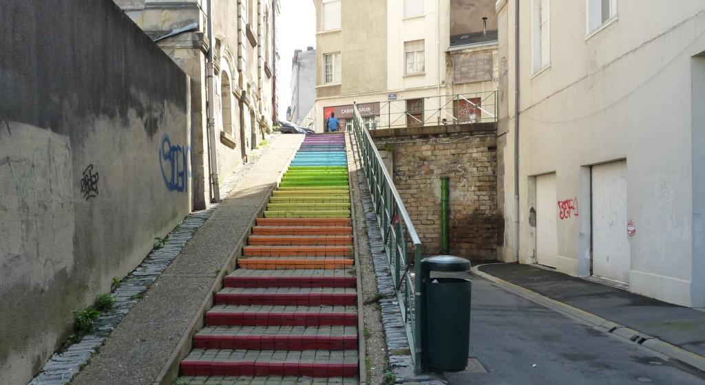 eelv49 repeint un escalier angevin aux couleurs de la paix. Black Bedroom Furniture Sets. Home Design Ideas